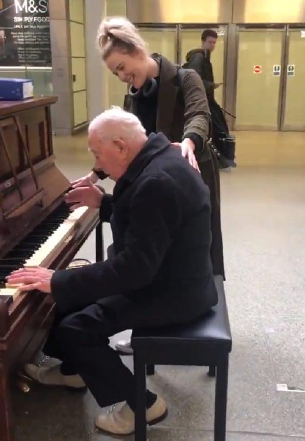 elderly Pianist cat actress